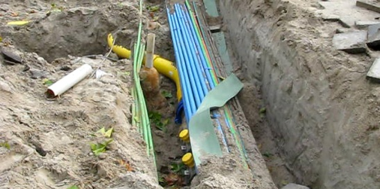 All new cables and pipes for natural gas, electricity, water, telephone, television and data.