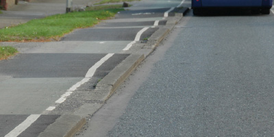 2. Driveways may not influence the level of the sidewalk or cycle path.
