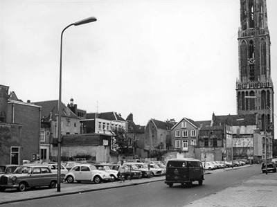 Utrecht, Korte Nieuwstraat in 1968. Centuries old homes had been removed for the plans of a big through street here. It never came. Today the street is restored, new apartment buildings came in place of this temporary parking lot.