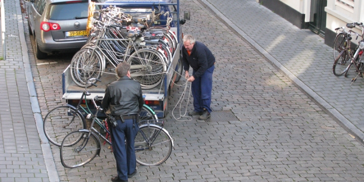 Uploading bikes conficated by the city of 's-Hertogenbosch