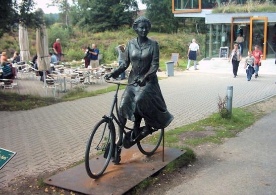 Statue Queen Beatrix