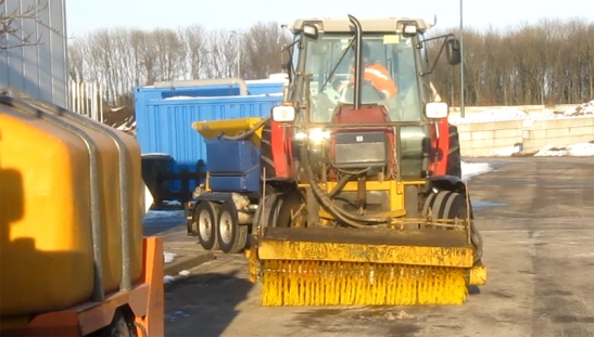 gritting-tractor