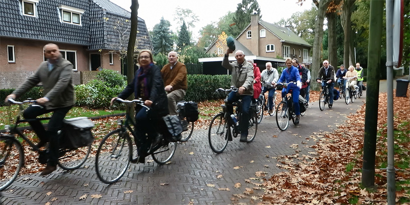 Elderly people on a cycle tour in Vught | BICYCLE DUTCH