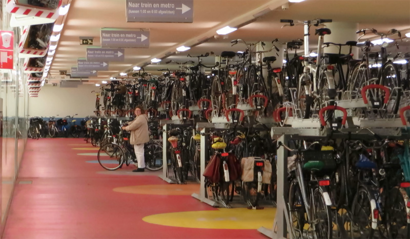 Auto Garage Rotterdam : Bicycle parking at rotterdam central station bicycle dutch