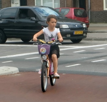 Child on the Marnixlaan crossing