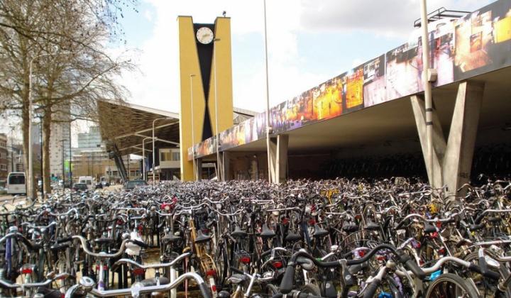 tilburg-central-station-2009