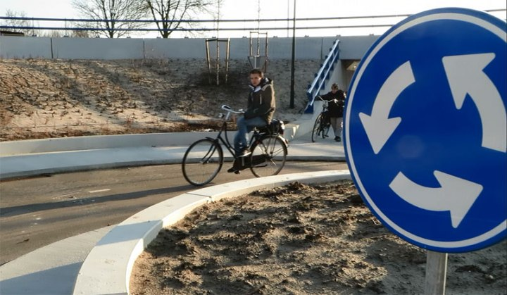 bicycle-roundabout