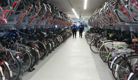 Parking vélo de la Gare Centrale de Delft (rep' à ça, SNCF)