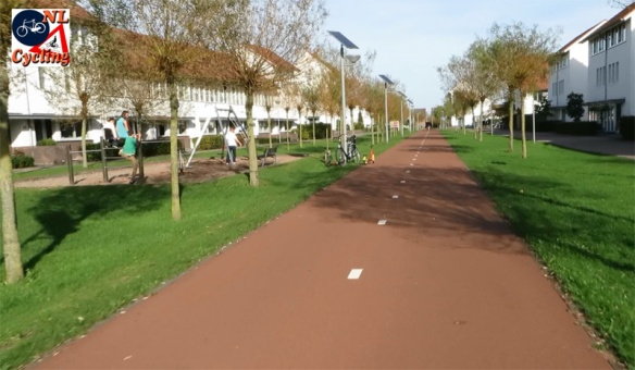 Main cycle route in a city expansion | BICYCLE DUTCH