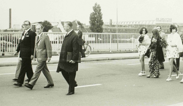 """The mayors of 's-Hertogenbosch and Trier opened the """"Trier brigde"""" in September 1973. (Picture Stadsarchief 's-Hertogenbosch)"""