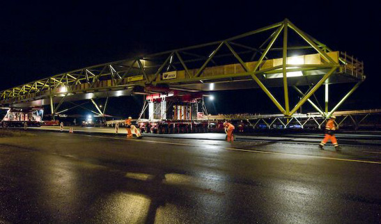 The bridge was placed in one night. Transported to the final location on trucks. Photo: Dura Vermeer/Josine Voogt Fotografie