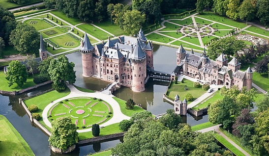 Aerial picture of castle De Haar. Central point of the recreational area that can now be reached more easily by the new cycle bridge.