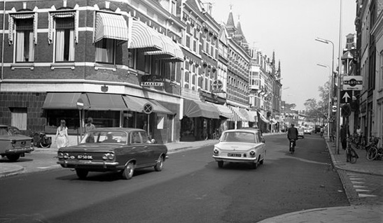 Nobelstraat looking east in 1967. Multiple lanes in one direction and no cycling infrastructure. Nowadays it is two ways for buses, one way for motor traffic and has cycle tracks on either side of the street.