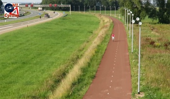 The RijnWaalpad fast cycle route alongside the A325 motorway.