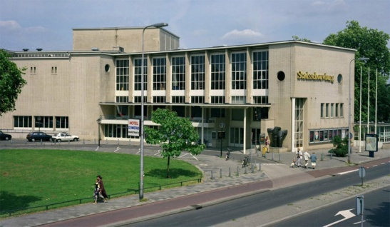 The city theatre in 1993. The street has got a narrow cycle track in red.