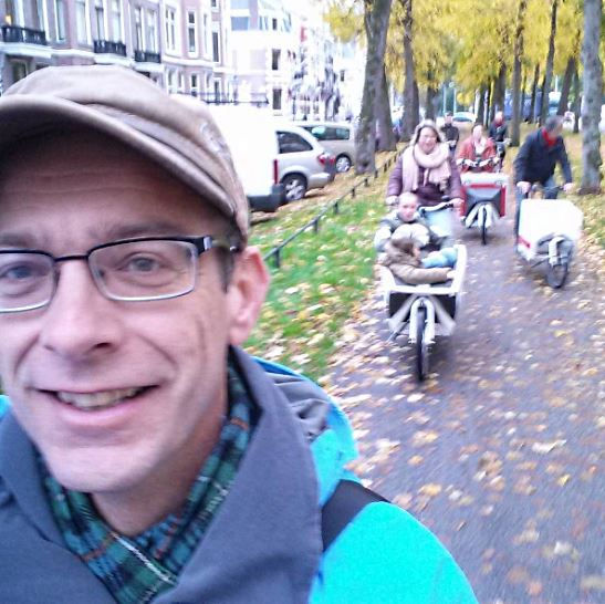 Herbert Tiemens took a selfie on the oldest cycle path in the Netherlands, the Utrecht Maliebaan.