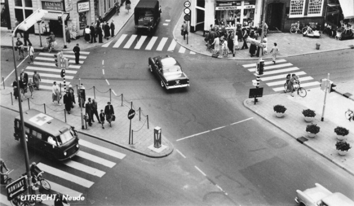 Space designed for the car. The zebra crossings do not align. In stead people are forced between fences to wait two times at different lights. I do not know any example of such a crossing still surviving in The Netherlands. But in the 1960s they existed.