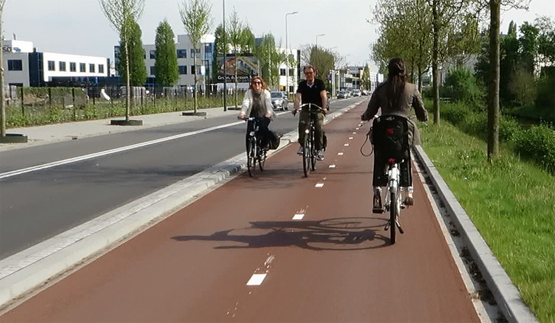 From on-street cycle lane to bi-directional cycleway – BICYCLE DUTCH