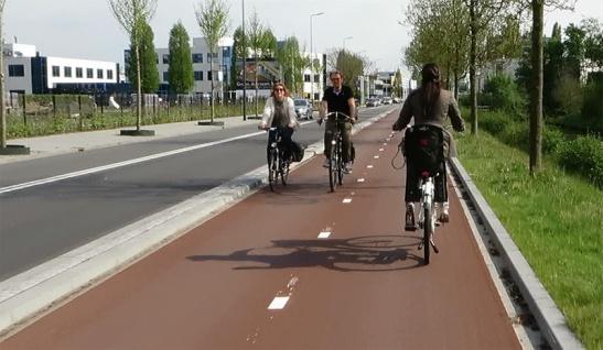 The new bi-directional cycleway on Reitscheweg in 's-Hertogenbosch