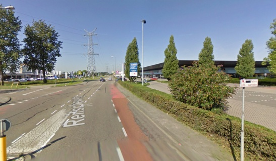 The junction Reitscheweg - Aziëlaan before. A T-junction with on-street cycle lanes.