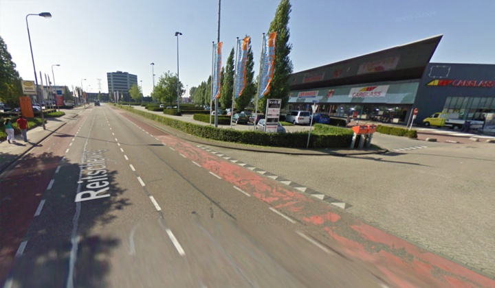 Reitscheweg before: faded on-street cycle lanes.