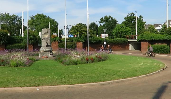 Airborneplein with the war monument in 2015.