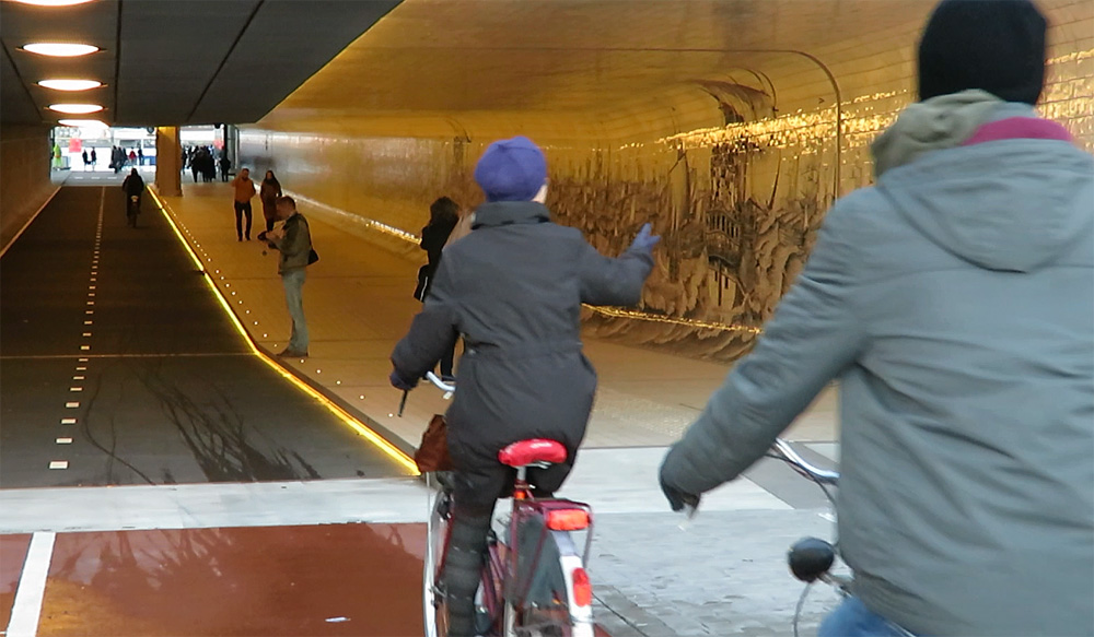 Amsterdam central station tunnel bicycle dutch cuyperspassage08 freerunsca Gallery