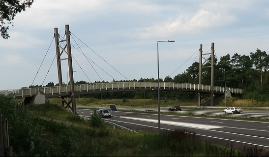 The wooden cyclebridge at Grubbenvorst, crossing the A73 motorway from Venlo to Nijmegen.