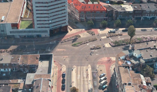 Aerial picture of the first intersection of the first video. (Croeselaan, Balijelaan, Vondellaan, Croesestraat)