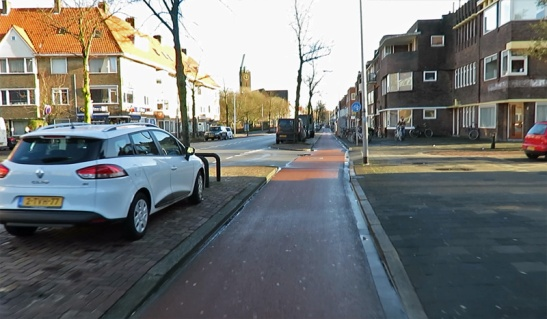 Korrestraat today, with separate cycleways on either side of the street. The city wants to remove these cycleways and turn the street into a cycle street with priority for cycling.