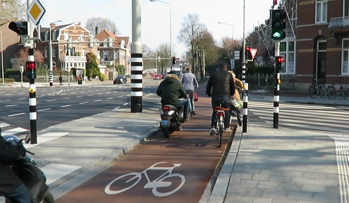 Cycling at a protected intersection in the inner city ring road.