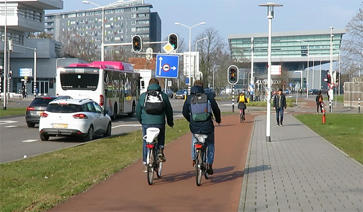 The cycling infrastructure on the University area is of a great quality.