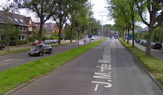 J.M de Muickkeizerlaan in 2009, when it was still a 4-lane road. (Picture Google StreetView)