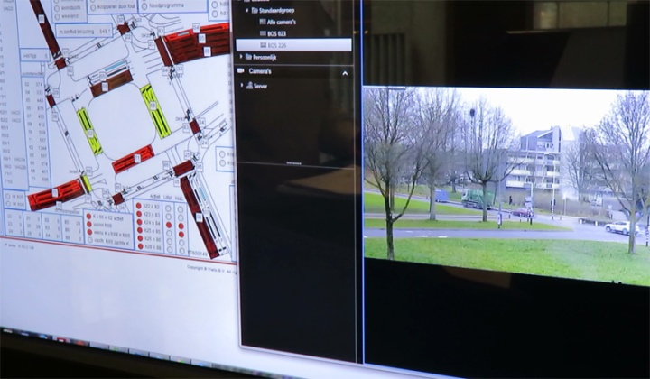 Intersections can be monitored real-time via live video and a schematic representation of the intersection.