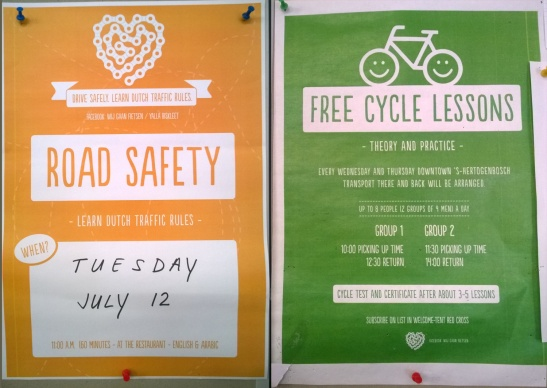 How the courses are advertised to the people in the shelter in 's-Hertogenbosch. One poster for the traffic rules course and one for the cycle lessons. (Pictures Arnold Bongers)