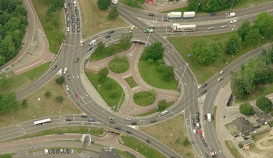 "Aerial picture of the Eindhoven ""Insulindeplein"" intersection, nicknamed ""Berenkuil"" (Bear pit). Picture: Bing Maps"