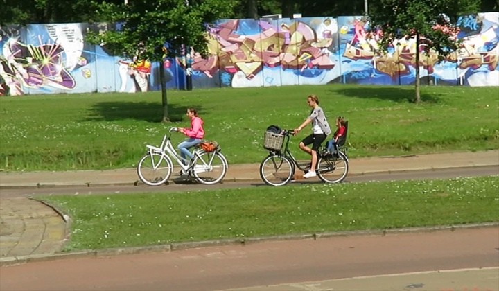 A mother and her two daughters can cycle safely here.