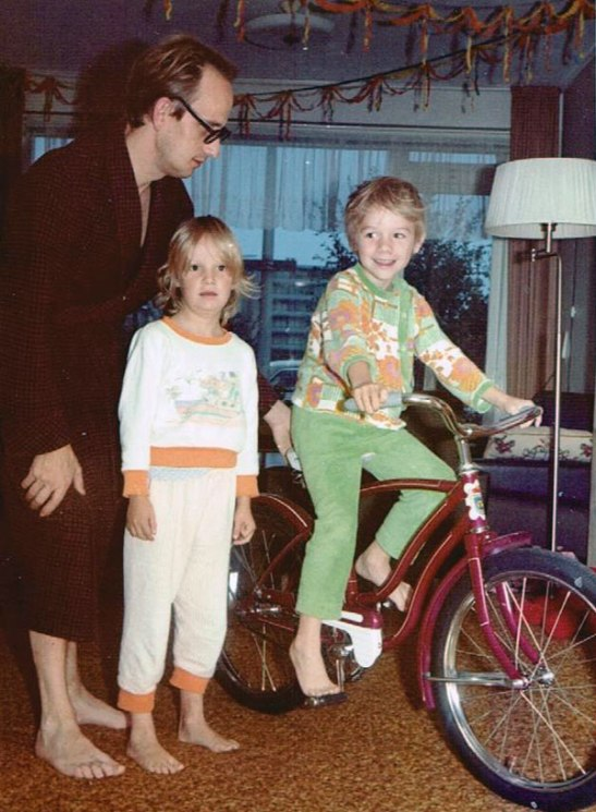 The morning of my 7th birthday I tested my first new bicycle, with my sister and my father. Even though the purple bike was too high, I could already cycle on it and I quickly grew, so it became easier to use.
