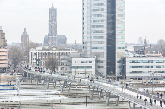 The new Moreelsebrug looking east, in the direction of the historic city centre of Utrecht. Picture courtesy of Leon van Woerkom, Cepezed Architects.