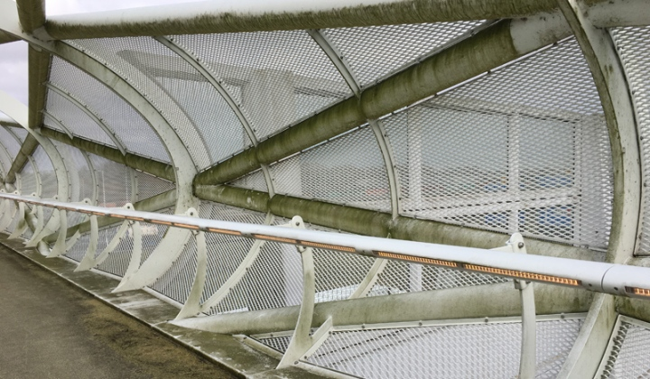 2017: A close-up of the once white bridge parts.