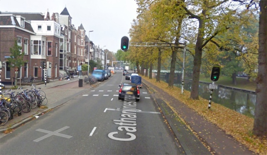 Catharijnesingel with traffic signals. If you cycled straight on here, the lights did not have to be observed.