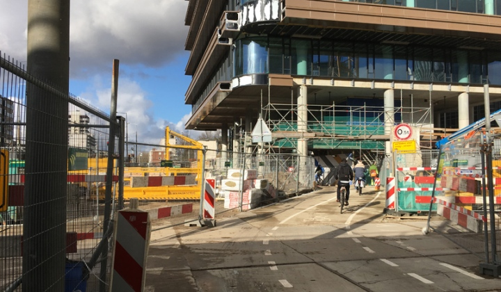 The south entrance of the detour. Clearly visible that the building on top of it is not nearly finished.