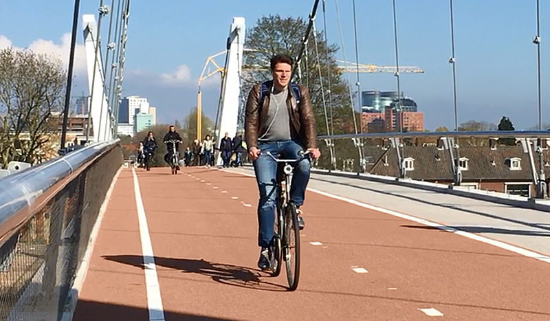 The cycle path atop a school | BICYCLE DUTCH