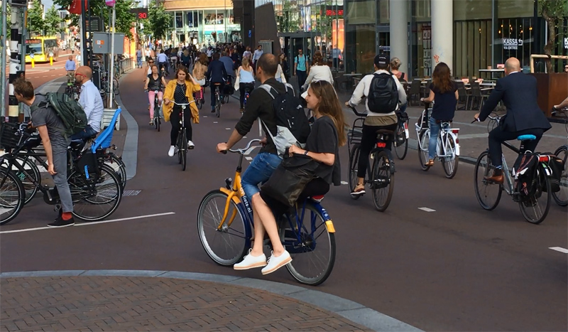 The busiest cycleway in the Netherlands  3bbe6ad4e