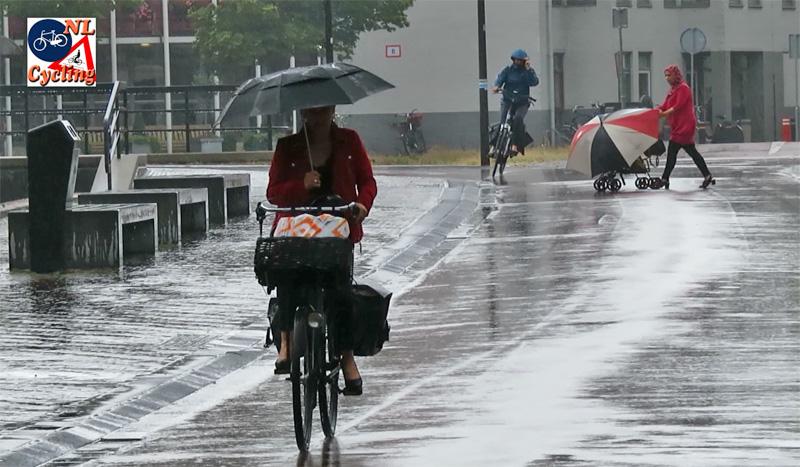 Kết quả hình ảnh cho dutch cycling rain